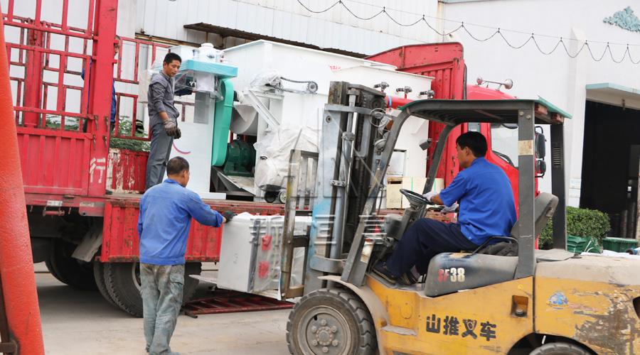 印尼粉料打包机组装车发货现场